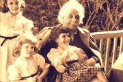 آلبرت انیشتن برای افزایش هوش و خلاقیت کودکان چه توصیههایی دارد؟